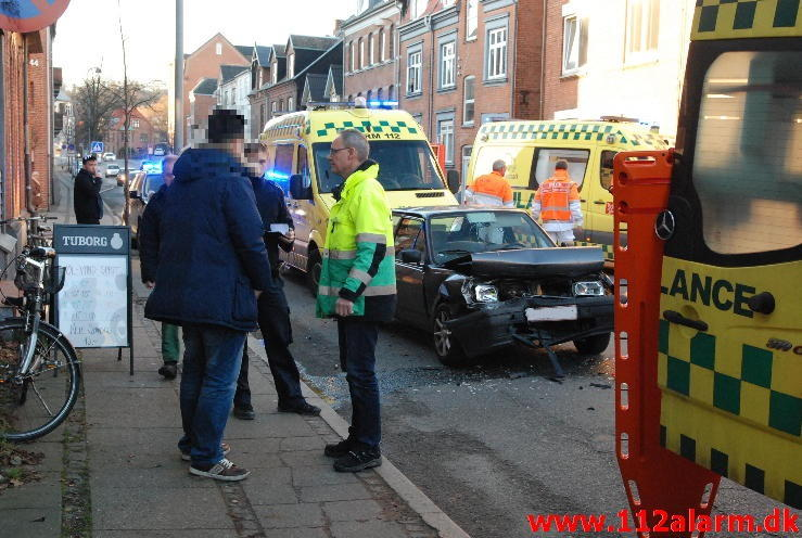 2 Biler i alvorlig uheld.