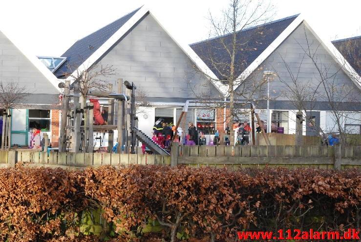 Personredning - fastklemt Skovbørnenes hus Bredballe Center  vejle øst.