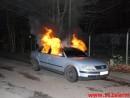 Parkeret bil i brændte.