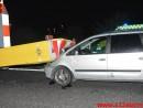 Personbil op bag i en skiltevogn.