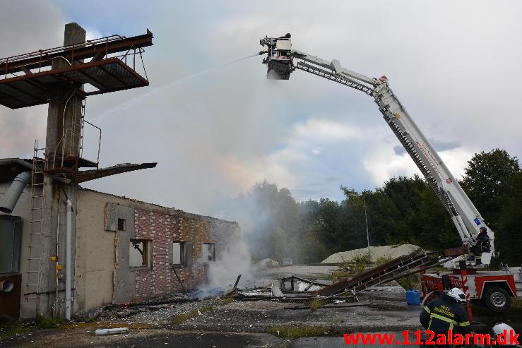 Industri brand i ved Ørum.