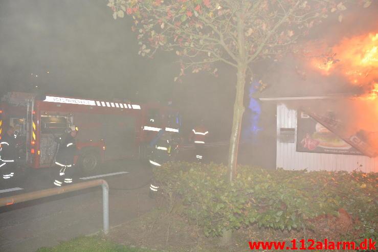 Brand i Pølsevognen. Rødkildevej i Vejle. 21/09-2014. Kl. 23:18.