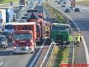 Lastbil kørt gennem autoværnet. Motorvejen E45 lige syd for Vejle. 02/10-2014. Kl. 14:43.