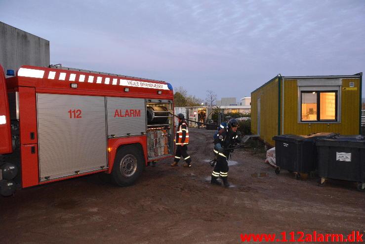 Brand i Container. Ved DGI huset i Vejle. 30/10-2014. Kl. 06:53.