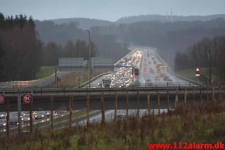Havnede på taget. Motorvejen i sydgående retning. 20/12-2014. Kl. 14:00.
