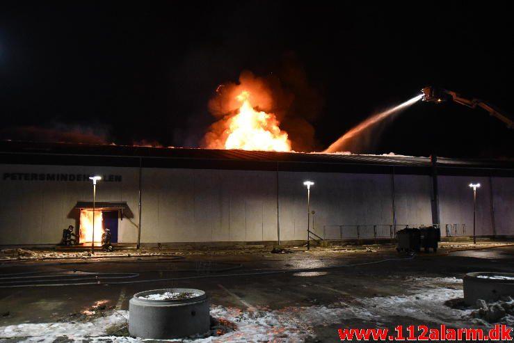Petermindehallen brændt ned til grunden. Petersmindevej i Vejle. 13/02-2017. Kl. 0010.