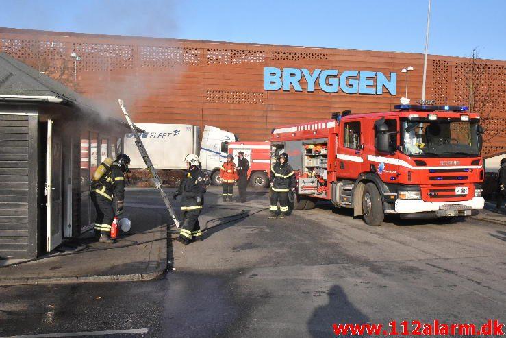 Brand i Pølsevogn. Aasen i Vejle. 15/02-2017. Kl. 15:04.