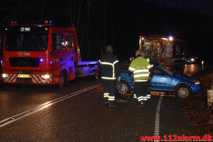 Bilen røg om på taget. Jellingvej ved Lerbæk Mølle. 01/03-2017. Kl. 18:00.
