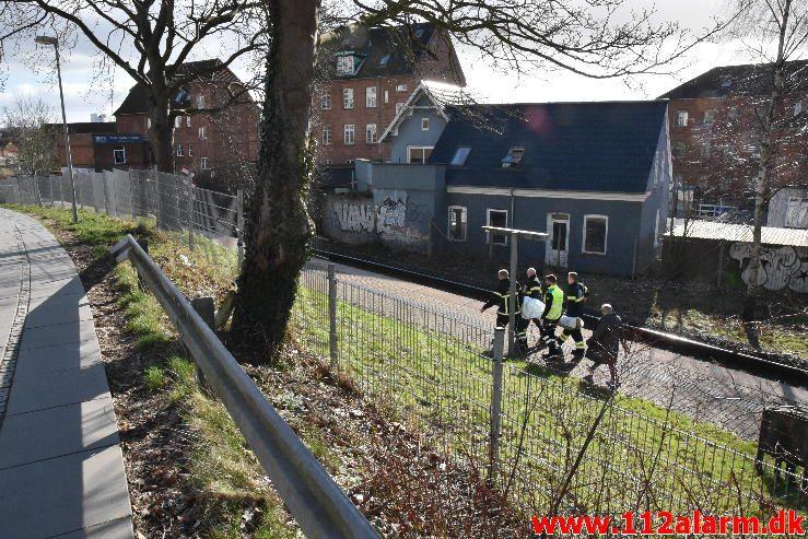 Redning på skrænt. Nordbanen i Vejle. 10/03-2017. Kl. 14:42.