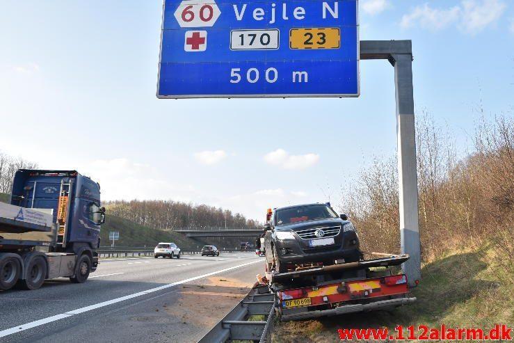 Mindre Trafikuheld. Motorvejen E45 ved broen. 04/04-2017. Kl. 16:25.