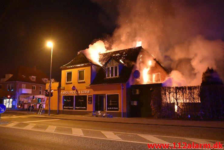 Brand i Etageejendom. Fredericiavej i Vejle. 09/04-2017. Kl. 04:34.
