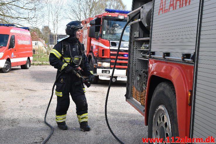 Brand i Industribygning. Skelvangen i Bredballe. 18/04-2017. Kl. 14:11.