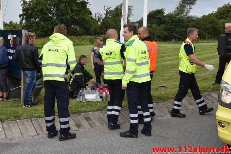 FUH med fastklemt. Viborg Hovedvej 80 Tørring. 06/08-2017. Kl. 12:31.