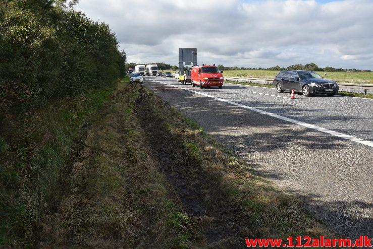Lastbil tabte en gummiged. Motorvejen E45 efter DTC. 22/09-2017. Kl. 10:30.