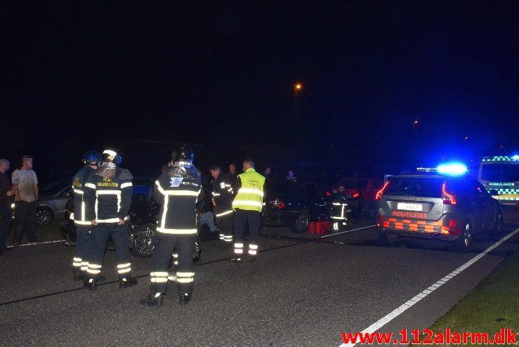 Trafikuheld med fastklemt. Fredericiavej i Vinding. 23/09-2017. Kl. 23:35.