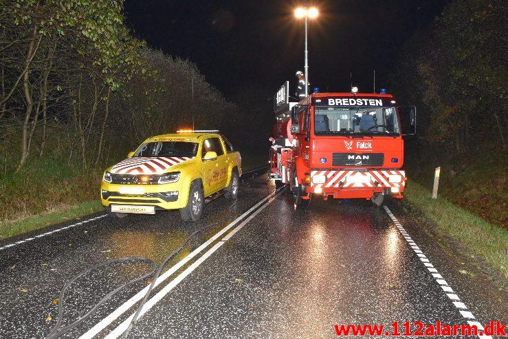 Lastbil i Brand. Bredsten Landevej. 23/10-2017. Kl. 20:51.