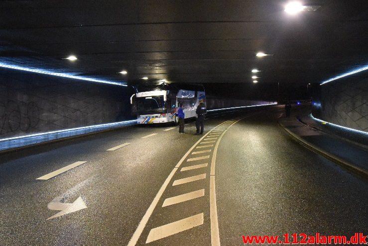 Bussen hamret ind i broen. Gammelhavn i Vejle. 16/11-2017. Kl. 18:30.