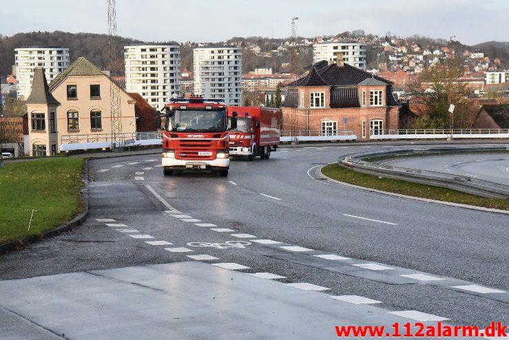 Mindre Trafikuheld. Koldingvej i Vejle. 26/11-2017. Kl. 14:12.