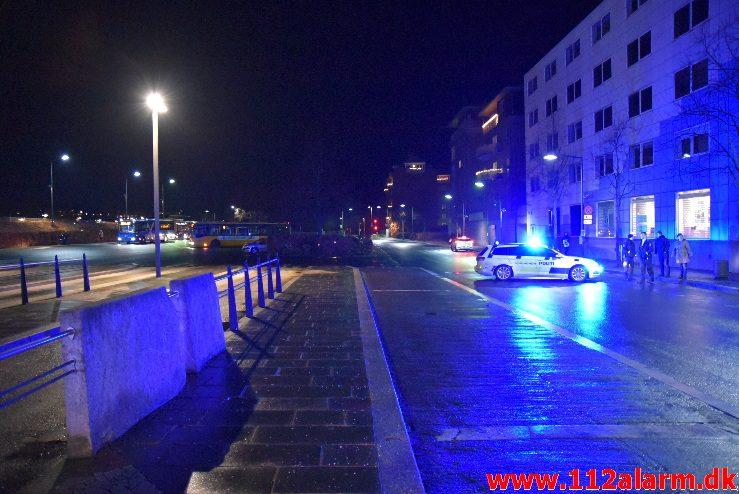 Alvorlig trafikulykke. Banegårdspladsen i Vejle. 16/12-2017. Kl. 17:26.