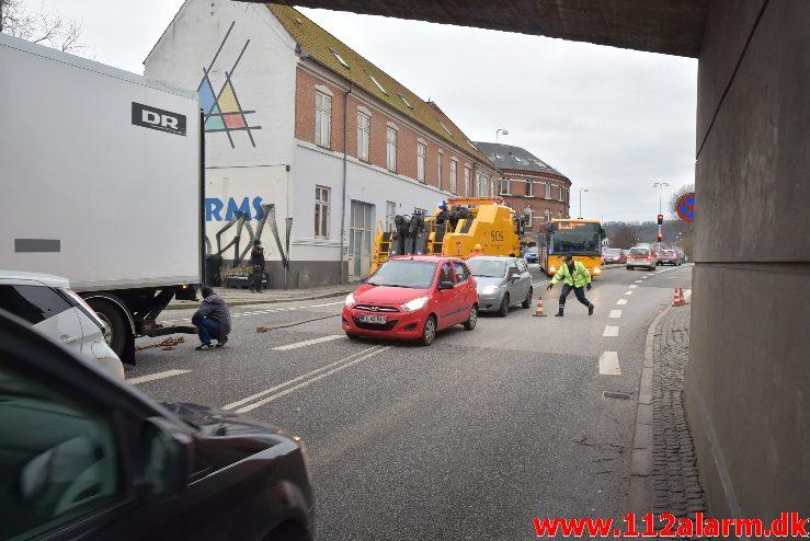DR lastbil havde kilet sig fast. Skovgade i Vejle. 13/01-2018. Kl. 13:50.