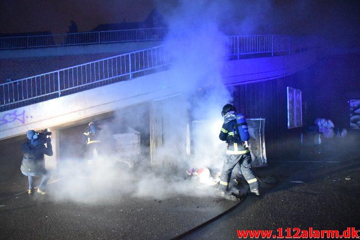 Brand i Tøjcontainer. Føtex i Nørregade 31/12-2017. Kl. 22:57.