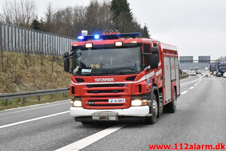 Istapper under en bro. Motorvejen E45 ved Vejle. 03/02-2018. Kl. 12:15.