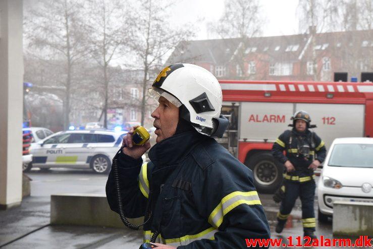 Brand i Etageejendom. Spinderigade 24 i Vejle. 08/03-2018. Kl. 14:51.