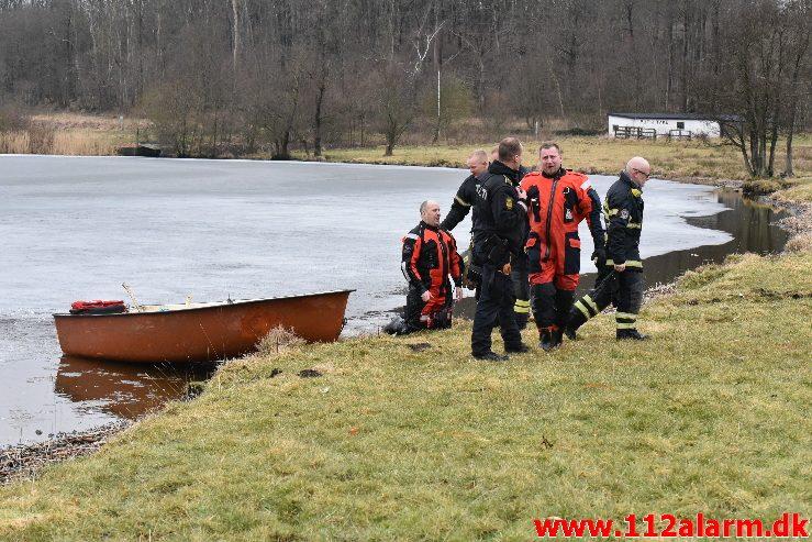 Ung pige gik igennem isen. Fårupsø ved Jelling.  13/03-2018. KL. 13:26.