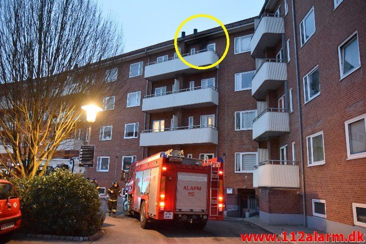 Brand i Etageejendom. Svendsgade i Vejle. 1/04-2018. KL. 06:20.