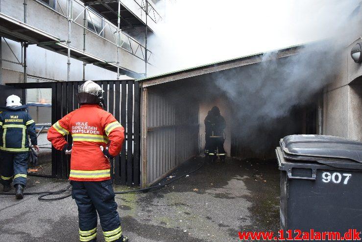 Brand i etageejendom. Staldgårdsgade i Vejle. 06/04-2018. Kl. 18:35.