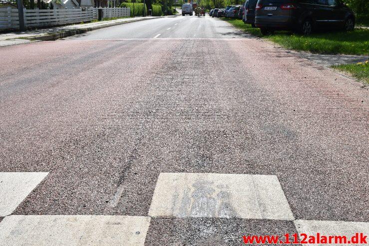 Mindre forurening. Lindvedvej i Lindved. 09/05-2018. Kl. 13:02.