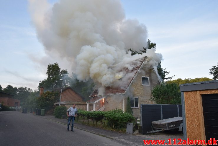 Brand i Villa. Grønholt 8 i Vejle. 02/06-2018. KL. 05:37.