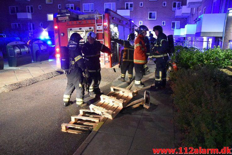 Brand i etageejendom. Valløesgade 35 i Vejle. 29/06-2018. Kl. 02:41.