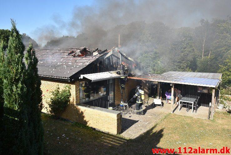 Voldsom brand i Villa. E t Jørgensens Vej i vejle. 03/07-2018. Kl. 18:00.