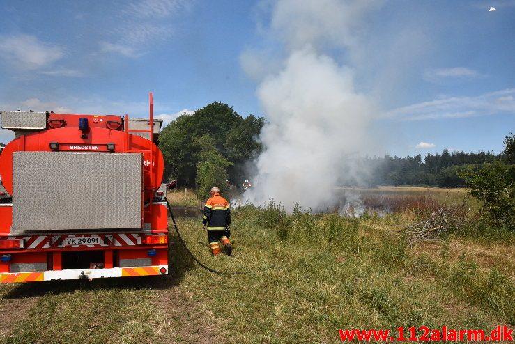 Ild i landbrugsredskab. Rostrupvej ved Gadbjerg. 16/07-2018. Kl. 13:01.