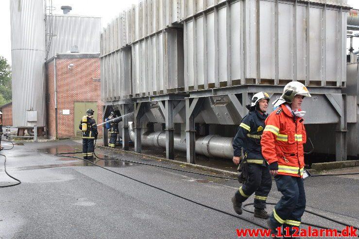 Brand i industri. Grønlandsvej i Vejle. 24/08-2018. Kl. 09:46.