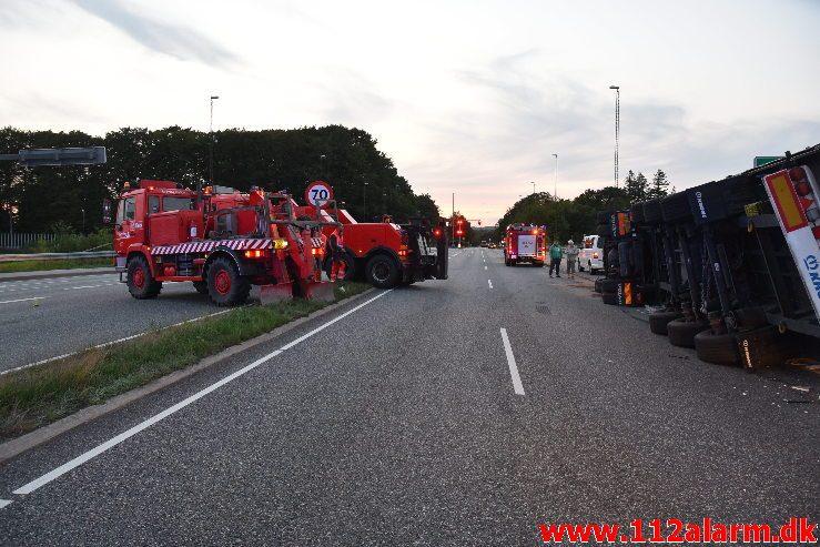 Væltet lastbil. Fredericiavej i Vejle. 30/08-2018. Kl. 19:13.