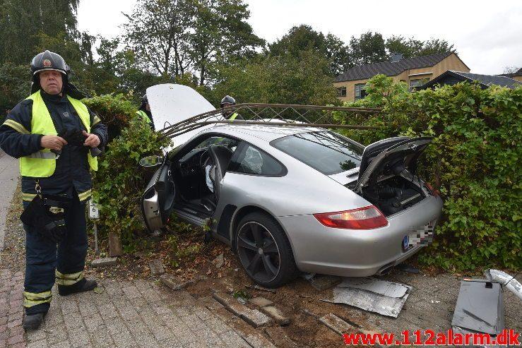 Porsche 911 lagde lygtepæl ned. Fredericiavej i Vejle. 29/09-2018. Kl. 12:24.