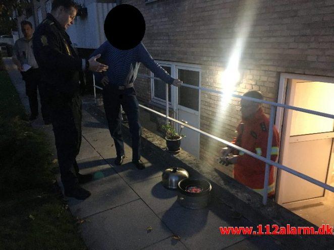 Fandt en tændt grill i kælderen. Kjærsgaarden i Vejle. 14/10-2018. Kl. 18:25.