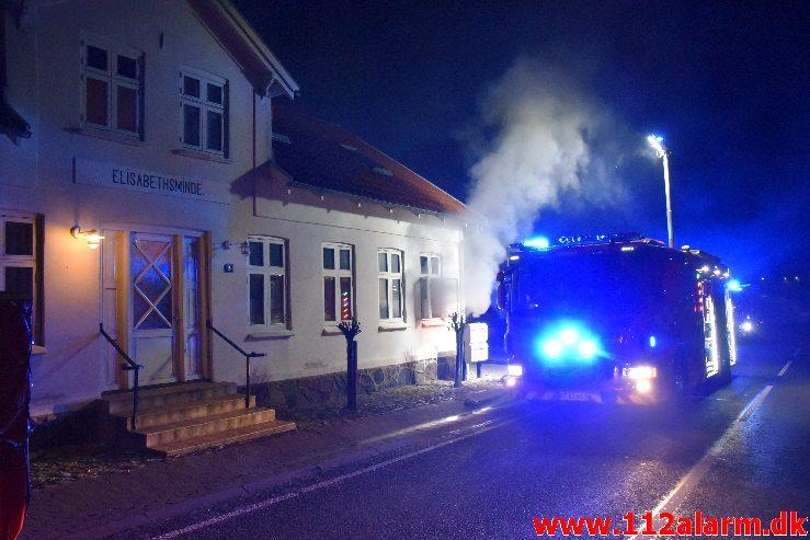 Brand i Etageejendom. Ølholm Bygade i Ølholm. 16/10-2018. KL. 21:11.
