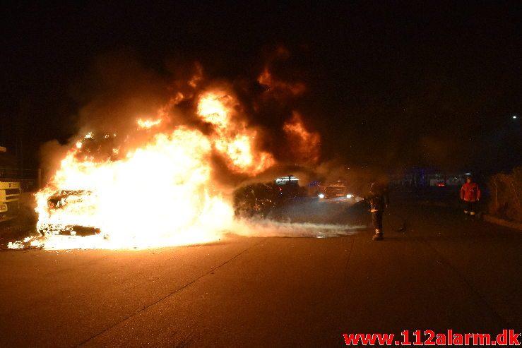 Brand i Lastbil. Ibæk Strandvej i Vejle. 21/11-2018. Kl. 23:19.