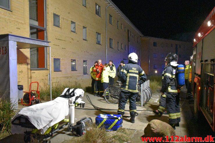 Brand i Etageejendom. Løget Høj 8 i Løget. 29/01-2019. Kl. 00:49.