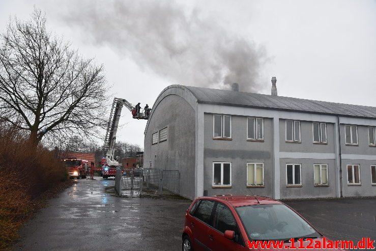 Brand i Industri. Jægervænget i Vejle. 04/02-2019. Kl. 08:41.