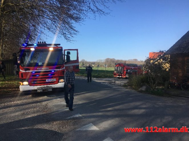 Brand i Villa. Kærbøllingvej ved Bredsten. 15/04-2019. Kl. 16:30.
