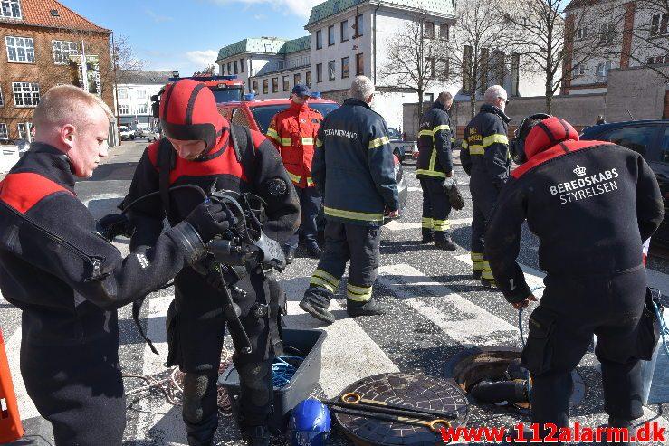 Øvelse i Åen. Dæmningen i Vejle. 16/04-2019. Kl. 9:30.