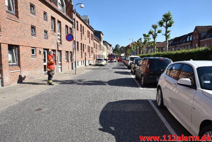 Brand i Etageejendom. Staldgaardsgade 25 i Vejle. 14/06-2019. Kl. 09:01.