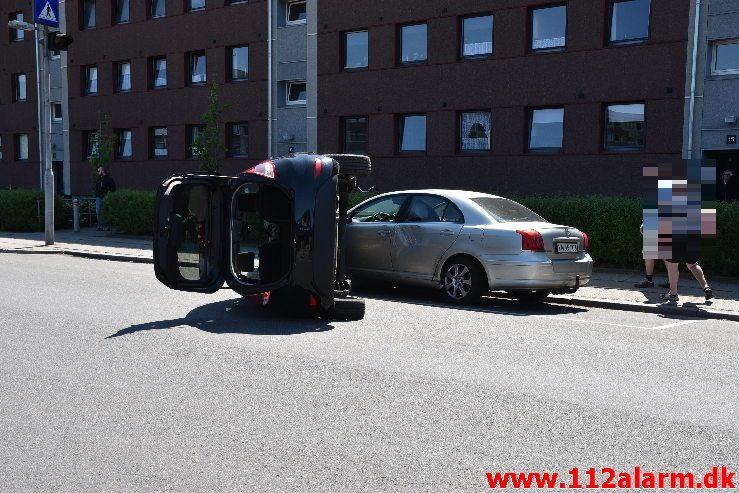 Køreprøven gik helt galt. Skolegade i Vejle. 14/006-2019. Ca. KL. 13:15.