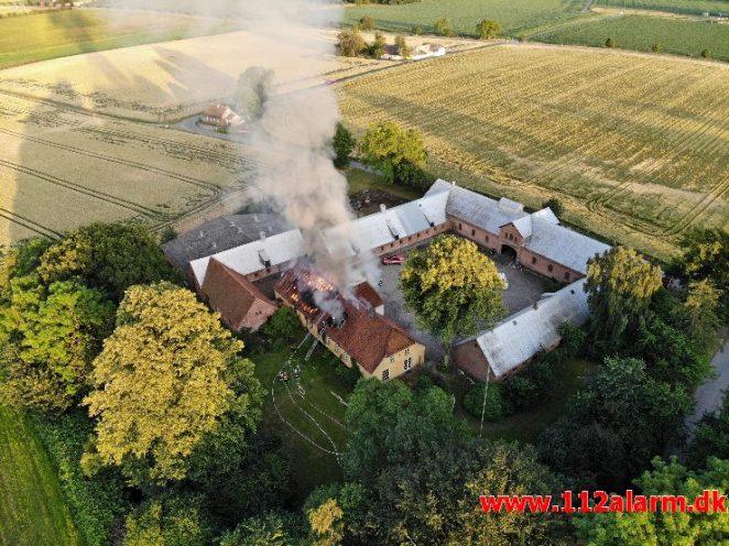Brand i Villa. Nederbyvej i Skærup. 19/07-2019. Kl. 20:21.