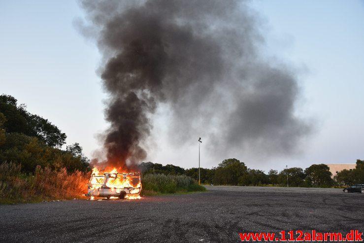Brand i campingvogn. Vestre Engvej i Vejle. 21/07-2019. Kl. 21:52.