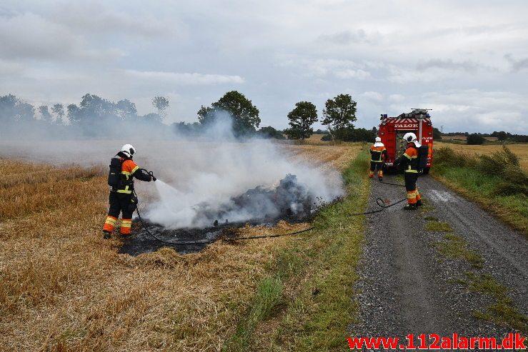Naturbrand – Halmstak. Høllund Tværvej ved Jerlev. 10/08-2019. Kl. 14:01.